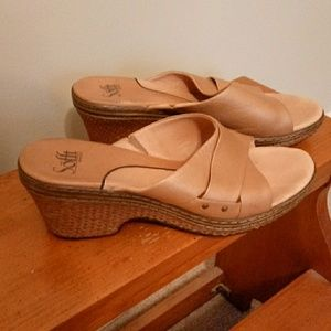 Sofft Sz 9.5M leather tan Wedge Sandals